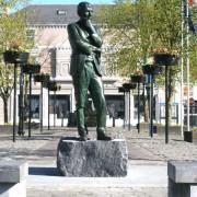 6a-Michael-Hartnett-Monument-Limerick-2010